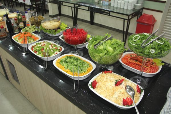 Buffet de saladas   Restaurante Hotel Taiyo