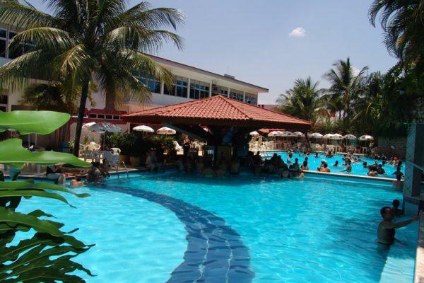 Piscina com bar aquático   Parque Aquático Hotel Taiyo - Caldas Novas