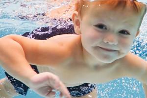 Bebês mais saudáveis debaixo d'água
